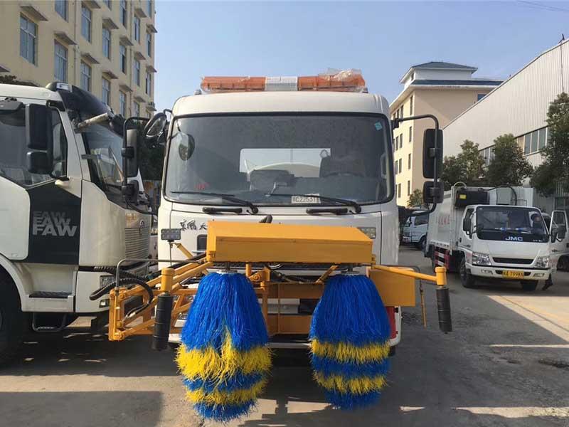 东风天锦8方护栏清洗车